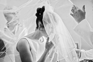 bride-putting-on-cathedral-veil